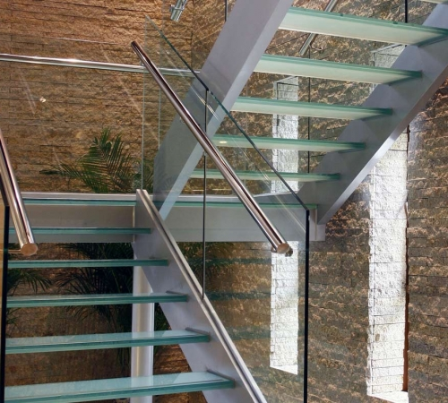 4-glass-staircase